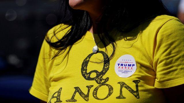 Сторонница теории QAnon