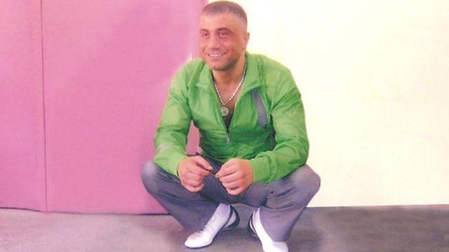 Sedat Peker, ilk gençlik yıllarından itibaren çeşitli dönemlerde cezaevinde yattı.