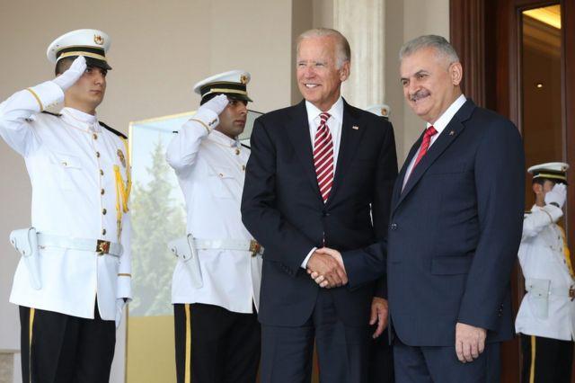 US Vice-President Joe Biden (right) with Turkish Prime Minister Binali Yildirim in Ankara, 24 August