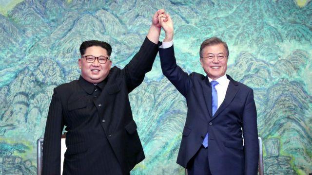 Pemimpin Korea Utara Kim Jong-un dan Presiden Korea Selatan Moon Jae-in