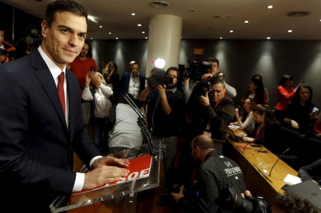 Spain election: King asks Socialist Sanchez to form government