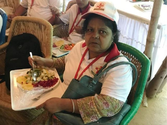 Shanti Bihani eating a plate of fruit at the Biswaroop diet event in 2017.