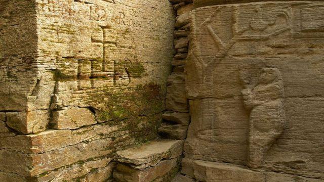 Templo com baixo-relevo e outras estruturas trypillianas gravadas