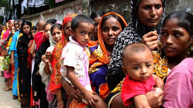 ২০১০ সালে চট্টগ্রাম সিটি করপোরেশন নির্বাচনে লাইনে অপেক্ষমান মানুষ