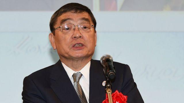 NHKの籾井会長は就任会見で「政府が右と言うことを左と言うわけにはいかない」と発言