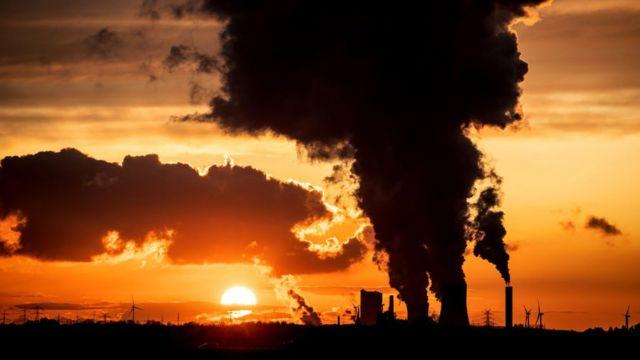 """Коронакризис отложил закат """"грязной"""" энергетики. Надолго ли?"""