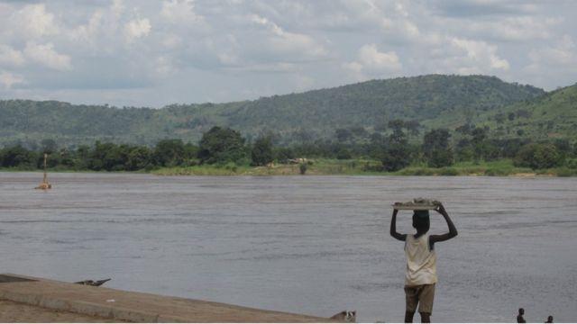 Les commerçants qui font la traversée du Haut-Oubangui doivent s'attendre à de nombreuses tracasseries.