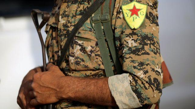 Bir YPG savaşçısı