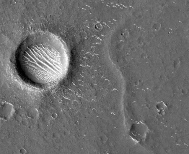"""""""Tianwen-1"""" alcançou a órbita de Marte em fevereiro, depois fotografou a superfície do planeta"""