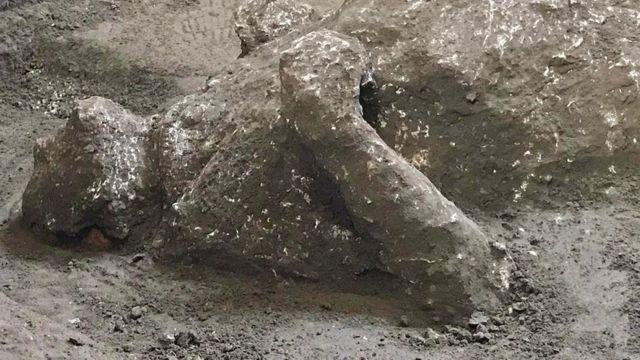 Останки одной из жертв извержения