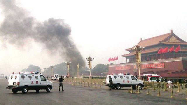 Em outubro de 2013, um ataque na praça Tiananmen matou duas pessoas