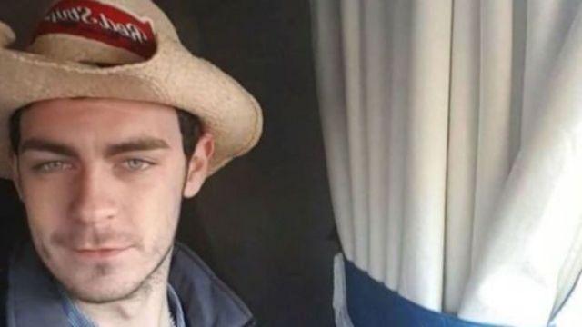 Tutuklanan TIR sürücüsünün kimliği, Kuzey İrlanda'nın Armagh bölgesinden Mo Robinson olarak açıklandı.
