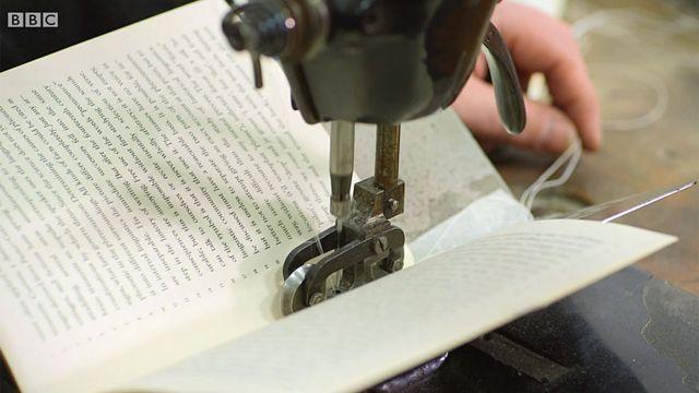 Máquina Singer usada en la encuadernación de libros.