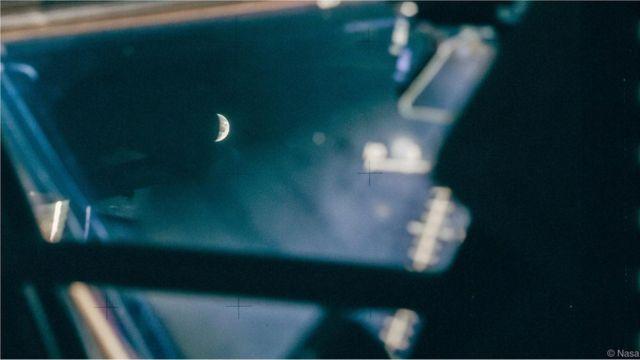 Foto da Lua, tirada do interior da Apollo 13