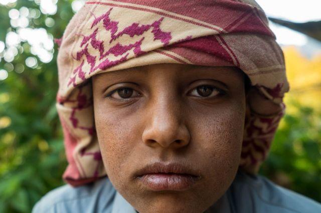Mladi Beduin radi kao vodič na ruti