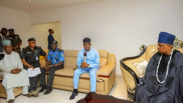 Ogun State Governor, AIG and di Commissioner of Police for Ogun pay condolence visit to di family of Late Tiamiyu Kazeem for Sagamu