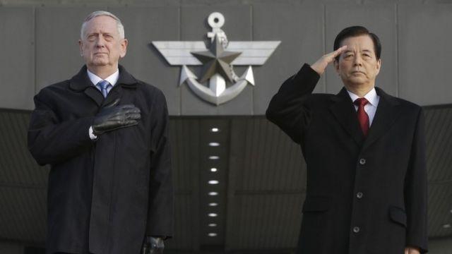 US defence secretary James Mattis and South Korean defence minister Han Min-koo in Seoul (3 Feb 2017)