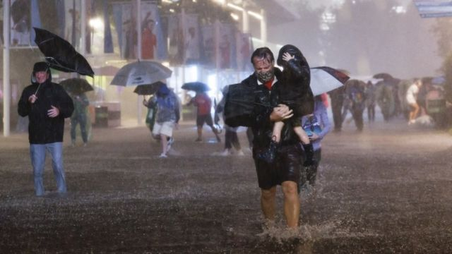 در بخش هایی از نیویورک ظرف یک ساعت هشت سانتیمتر باران بارید