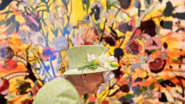 Королевской семье принадлежат замки, земли, сокровища и произведения искусства