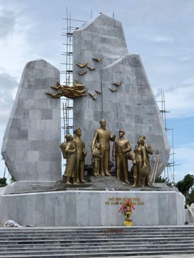 Cụm tượng đài Hồ Chí Minh vừa được khánh thành năm nay tại TP Đồng Hới, Quảng Bình