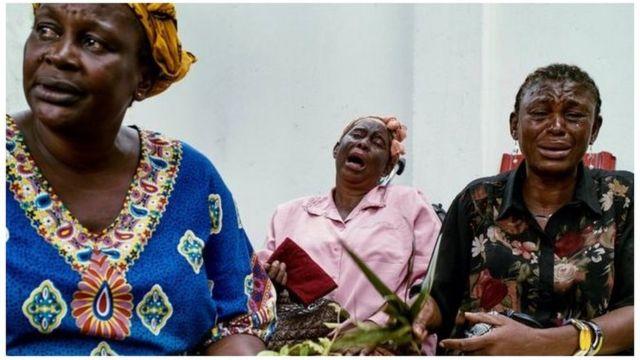 Des proches d'Etienne Tshisekedi pleurent la mort de leur leader politique.