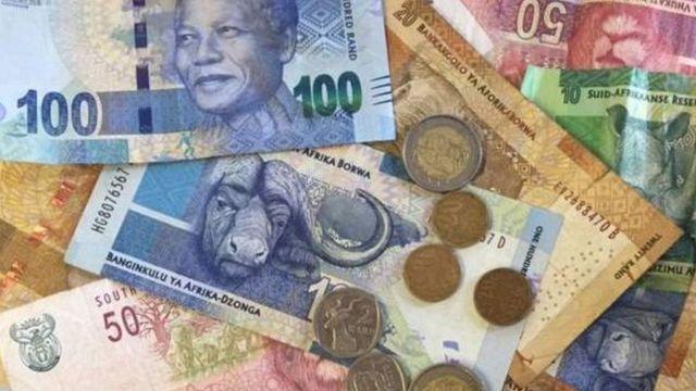 Des chefs d'entreprises sud-africains craignaient une nouvelle dépréciation du rand à cause de l'enquête concernant le ministre des Finances et ses conséquences politiques politiques.