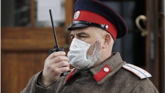 казак-охранник у Свято-Даниловского монастыря