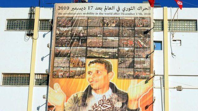 Cartaz homenageia o tunisiano Mohamed Bouazizi
