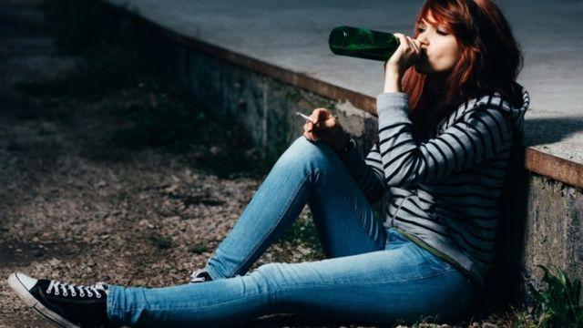 در بریتانیا فروش الکل به افراد زیر ۱۸ سال ممنوع است و همینطور افراد زیر ۱۸ سال حق ندارند نوشیدنی الکلی بخرند.