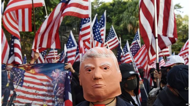 有示威者感谢美国签署法案支持香港。