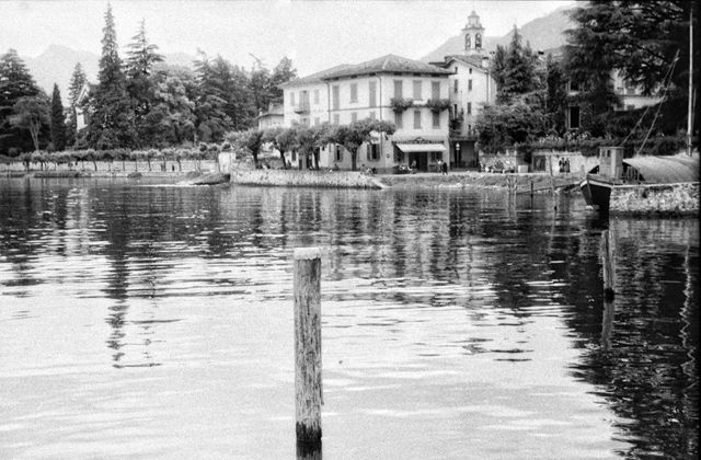 Casa à beira do lago