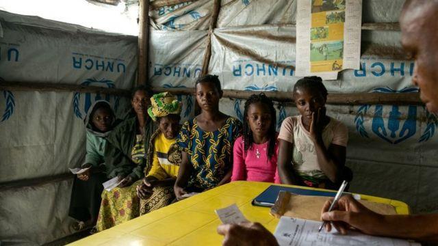 Congo pipo wan do registration for Uganda refugee camp