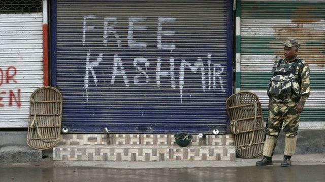 कश्मीर में तैनात सुरक्षा जवान