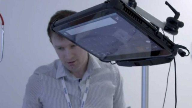 La tableta de contacto que visual ayudó a Terry a comunicarse
