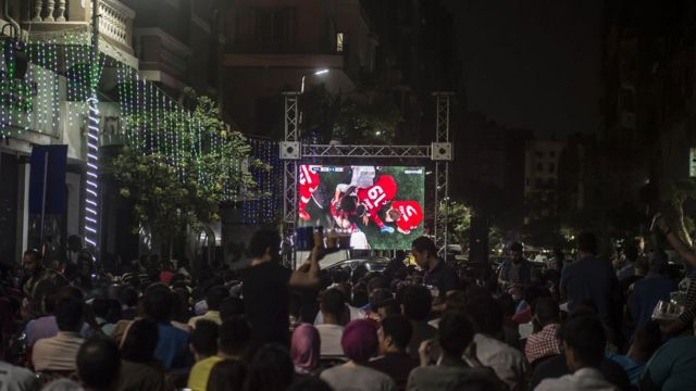 На улицах Каира люди следили за игрой нападающего Мохамеда Салаха