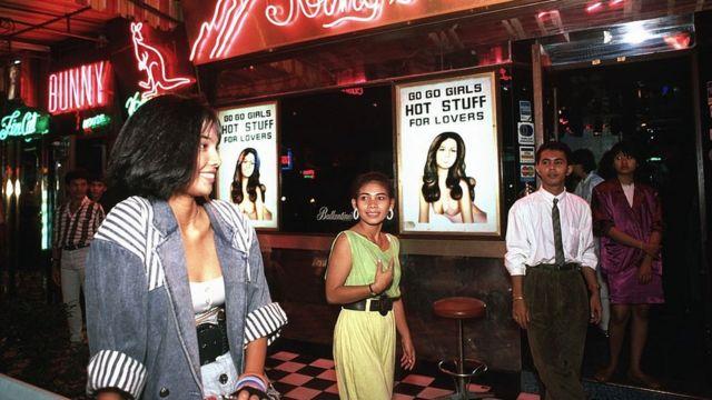 Nhiều quán bar đèn đỏ ở Bangkok mọc lên để phục vụ lính Mỹ trong giai đoạn chiến tranh Việt Nam (hình minh họa)