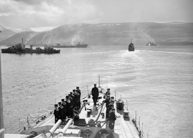 Грузовые суда с сопровождением в составе конвоя PQ17 перед отправкой в Россию, июль 1942