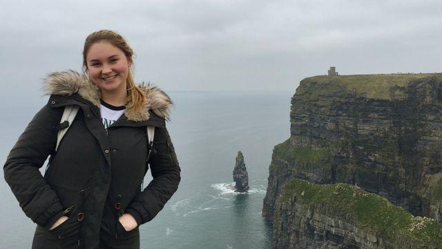 Šarlota, rodom iz SAD-a, kaže da je navikla da njena majka deli slike
