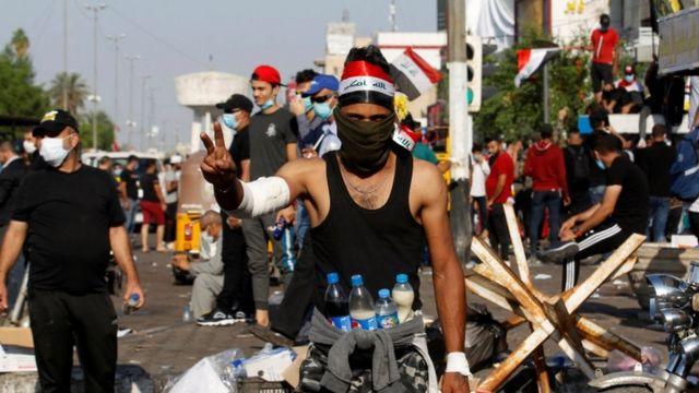 معترضان برای دومین روز در بغداد با ماموران درگیر شدند