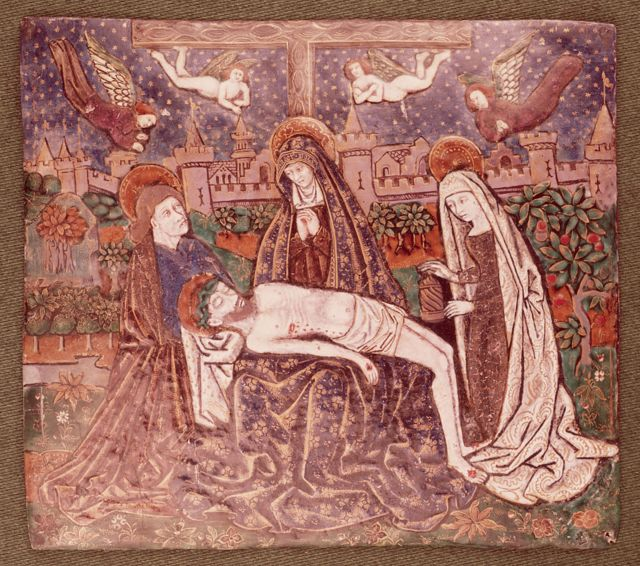 Representación de cuando María Magdalena, la Virgen María y María (la esposa de Cleofás) entierran el cuerpo de Jesús tras la crucifixión.