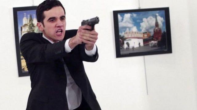 قاتل السفير الروسي كان ضابطا بالشرطة التركية، ويبلغ من العمر 22 عاما