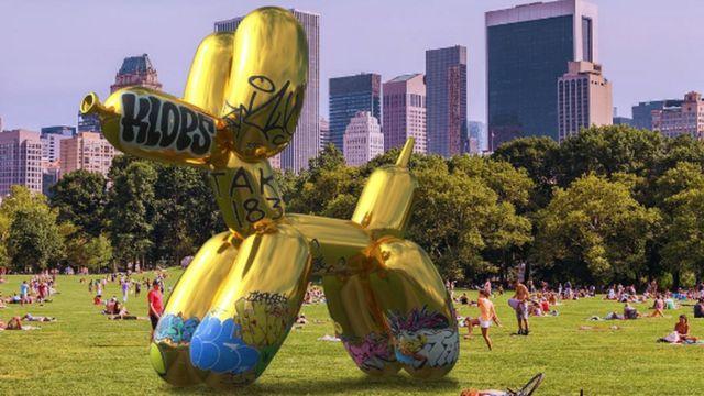 Artist 'vandalises' Snapchat's AR Balloon Dog sculpture