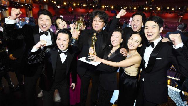 Đoàn phim Ký sinh trùng ăn mừng thắng lớn tại Oscar 2020