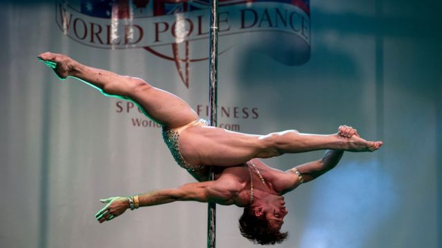 مسابقات رقص میله مختص زنان نیست