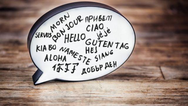 Pizarra con palabras en varios idiomas