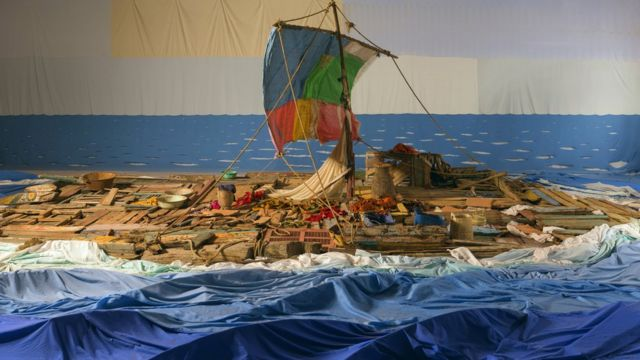 طوف ميدوسا يظهر حطام السفينة