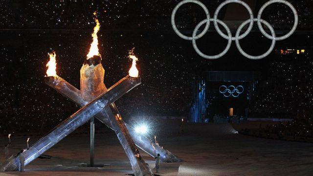 2010 밴쿠버 동계올림픽 개막식 성화 점화 중 4개의 기둥 중 하나가 제대로 작동하지 않았다