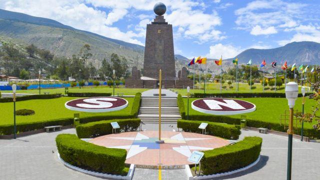 Monumento de Mitad del Mundo en Ecuador.