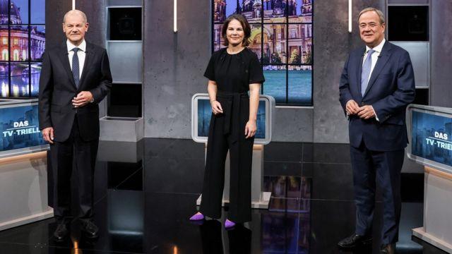 На снимке – слева направо: Олаф Шольц, Анналена Бербок и Армин Лашет.