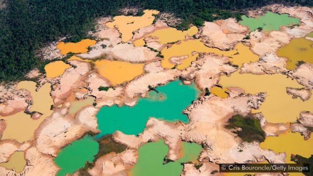Área desmatada em decorrência da mineração ilegal de ouro na bacia do rio Madre de Dios, no Peru
